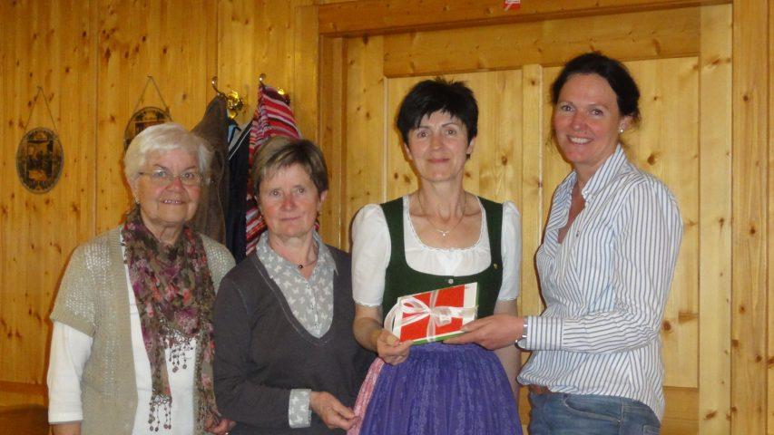 Spenden der Goldhaubenfrauen in Zipf