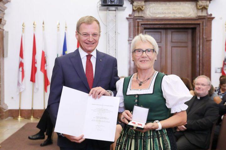 Annemarie Seiringer erhält Verdienstmedaille des Landes Oberösterreich